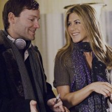 Il regista Brandon Camp e Jennifer Aniston sul set del film Love Happens