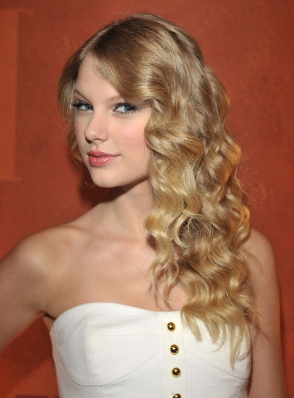 L Attrice E Cantante Taylor Swift Ai Bmi Awards 130756