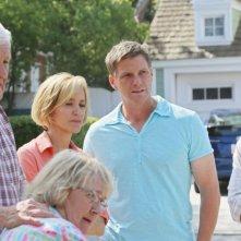 Desperate Housewives: Kathryn Joosten con Felicity Huffman con Doug Savant e Max Carver in Still Alive episodio della sesta stagione