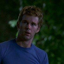 Ryan Kwanten in una scena dell'episodio 'Beyond Here Lies Nothin'' della serie True Blood