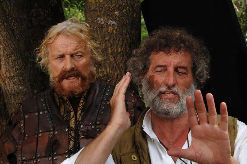 Rutger Hauer E Il Regista Renzo Martinelli Sul Set Del Film Barbarossa 130950