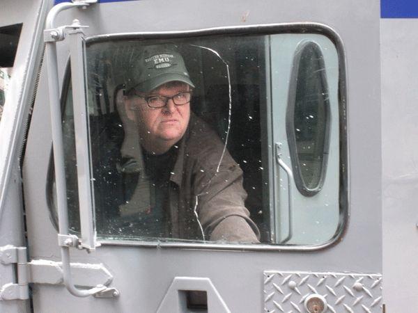 Michael Moore In Una Scena Del Film Capitalism A Love Story 131100