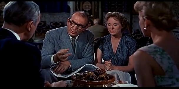 James Stewart E Doris Day Di Spalle Con Brenda De Banzie E Bernard Miles In Una Scena Del Film L Uomo Che Sapev 131354
