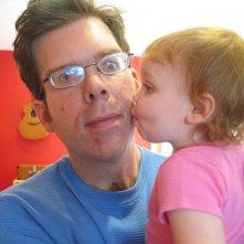 Jason e la piccola Ellie in un'immagine de Il silenzio prima della musica