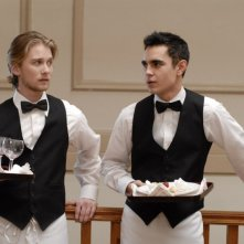 Lou Taylor Pucci e Max Minghella in una scena del film Brief Interviews with Hideous Men