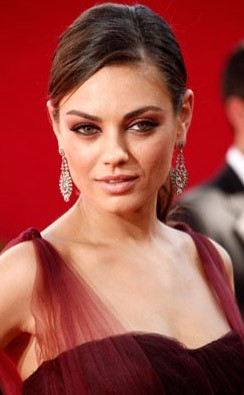 Mila Kunis Sul Tappeto Rosso Degli Emmy Awards 2009 131229