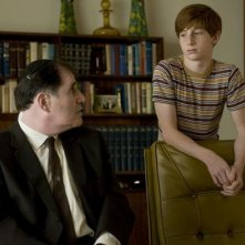 Richard Kind e Aaron Wolff in una scena del film A Serious Man