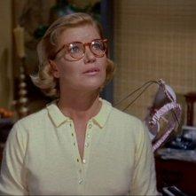 Barbara Bel Geddes in una scena del film La donna che visse due volte ( 1958 )