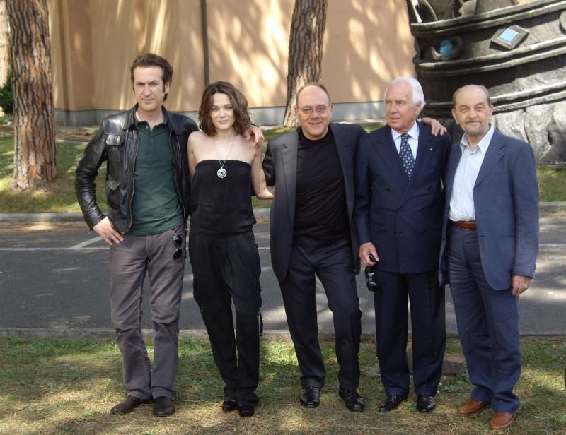 Cast E Regista Di Io Loro E Lara In Occasione Della Presentazione Del Film A Roma Ad Aprile 2009 131656