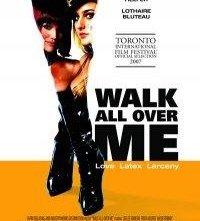 La locandina di Walk All Over Me