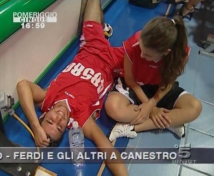 Francesca Fioretti E Ferdi Berisa A Una Partita Di Basket Per Beneficenza Su Pomeriggio Cinque 131828