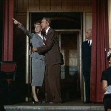 James Stewart e Doris Day in una celebre scena del film L\'uomo che saperva troppo ( 1956 )