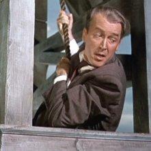 James Stewart in una scena di tensione del film L\'uomo che sapeva troppo ( 1956 )
