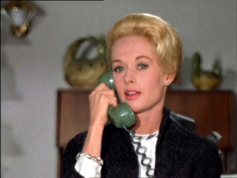 Tippi Hedren Al Telefono In Una Scena Del Film Gli Uccelli 1963 131813