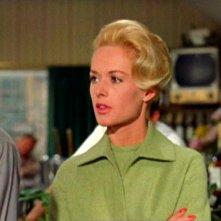 Tippi Hedren è Melanie Daniels nel film Gli uccelli ( 1963 )