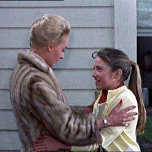 Tippi Hedren e Veronica Cartwright in una scena del film Gli uccelli ( 1963 )
