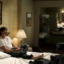 Dan Scott (Paul Johansson) in una scena dell'episodio Hold My Hand As I'm Lowered di One Tree Hill