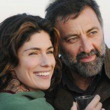 Anna Valle e Luca Barbareschi in una sequenza della terza stagione della serie Nebbie e delitti