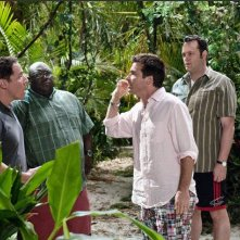 Faizon Love, Jason Bateman, Vince Vaughn e Jon Favreau in una scena de L'isola delle coppie (Couples Retreat, 2009)