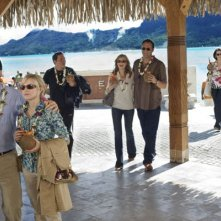 Jason Bateman, Kristen Bell, Jon Favreau, Malin Akerman, Vince Vaughn, Kristin Davis e Faizon Love nel film L'isola delle coppie (Couples Retreat, 2009)