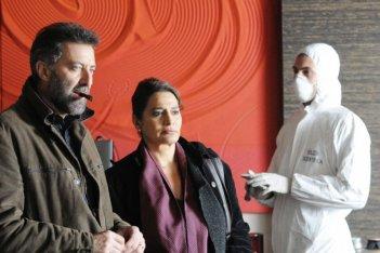 Luca Barbareschi e Rosa Pianeta in una scena della terza stagione della serie tv Nebbie e delitti