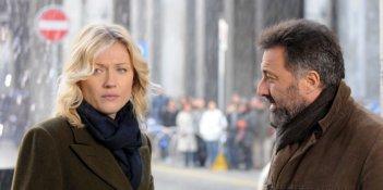Natasha Stefanenko e Luca Barbareschi in una scena della terza stagione della serie tv Nebbie e delitti