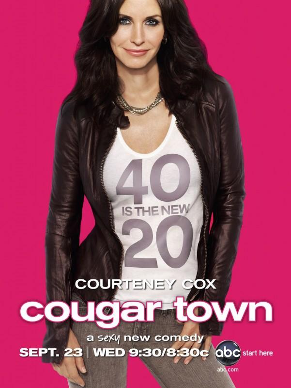 Un Poster Della Serie Tv Cougar Town 131984