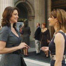 Jennifer Riker e Kathleen Rose Perkins in una scena dell'episodio Fool Me Once di Castle
