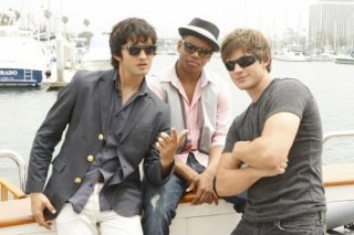 Michael Steger, Tristan Wilds e Matt Lanter in una foto promozionale dell'episodio Sit Down, You're Rocking the Boat di 90210