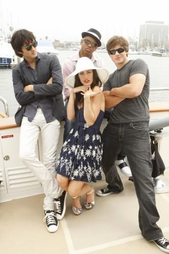 Michael Steger Tristan Wilds Matt Lanter E Jessica Lowndes In Una Foto Promozionale Dell Episodio Sit Down You Re Rocking The Boat Di 90210 132220