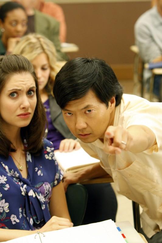 Alison Brie E Ken Jeong In Una Scena Dell Episodio Spanish 101 Della Serie Community 132632