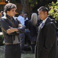 Anthony Carrigan ed Eugene Shaw in una scena dell'episodio Parachute Jane di The Forgotten