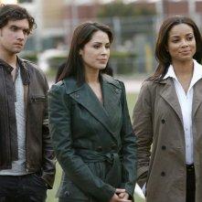 Anthony Carrigan, Rochelle Aytes e Michelle Borth in una scena dell'episodio Football John di The Forgotten
