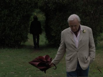 Anthony Hopkins in una scena del film The City of Your Final Destination