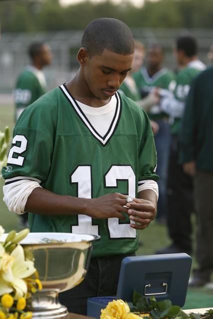 Brandon Smith Nell Episodio Football John Di The Forgotten 132310