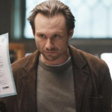 Christian Slater in una scena dell'episodio Diamond Jane della serie The Forgotten
