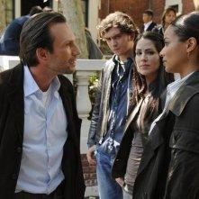 Christian Slater, Michelle Borth, e Rochelle Aytes in una scena dell'episodio Parachute Jane di The Forgotten