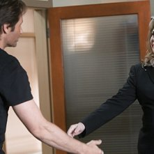 David Duchovny e Kathleen Turner in una scena dell'episodio Wish You Were Here di Californication