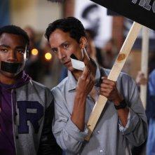 Donald Glover e Danny Pudi in una scena dell'episodio Spanish 101 della serie Community