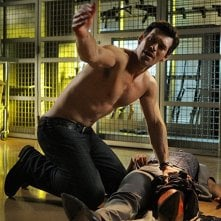 Eddie Cibrian in una scena dell'episodio Hostile Takeover di CSI Miami