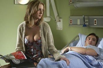 Eva Amurri ed Ed Westwick in una scena dell'episodio The Land of Rape and Honey di Californication