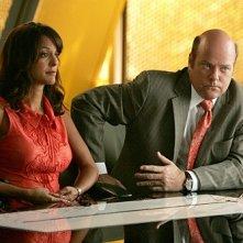 Eva La Rue e Rex Linn in una scena dell'episodio Bolt Action di CSI Miami