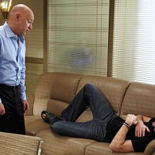 Evan Handler e David Duchovny in una scena dell'episodio Wish You Were Here di Californication
