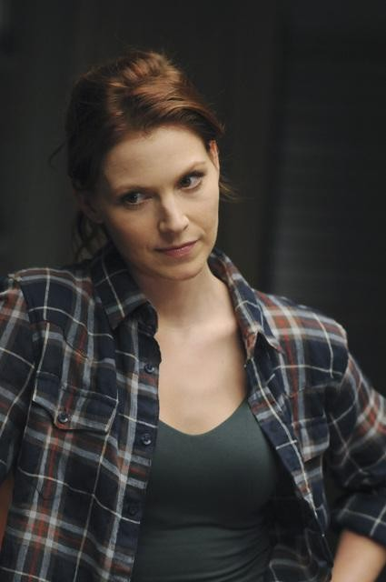 Heather Stephens In Una Scena Dell Episodio Parachute Jane Di The Forgotten 132298