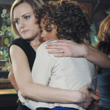 Jaime Lee Kirchner e Taylor Schilling in una scena dell'episodio Can We Get That Drink Now? della serie Mercy