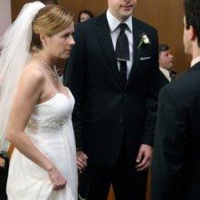 Jenna Fischer e John Krasinski in un momento dell'episodio Niagara di The Office