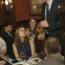 Jenna Fischer e John Krasinski in una scena dell'episodio Niagara di The Office