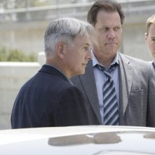 Jethro Gibbs (Mark Harmon) e Timothy McGee (Sean Murray) indagano nell'episodio The Inside Man di Navy NCIS