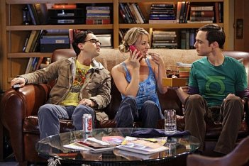 Jim Parsons, Johnny Galecki e Kaley Cuoco nell'episodio The Gothowitz Deviation della serie The Big Bang Theory