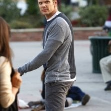 Joel McHale in una scena dell'episodio Introduction to Film della serie Community